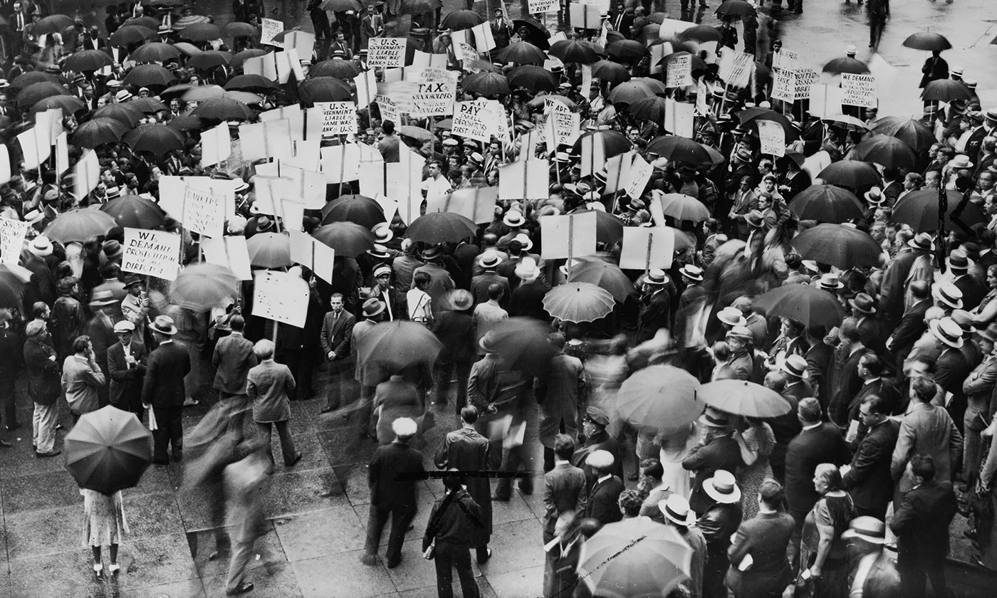 Crowds outside the Bank of United States when it failed in 1931. <em>Library of Congress</em>