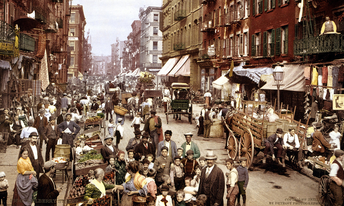 Mulberry Street, Little Italy, New York, <em>c</em>1900. <em>Courtesy Wikipedia</em>