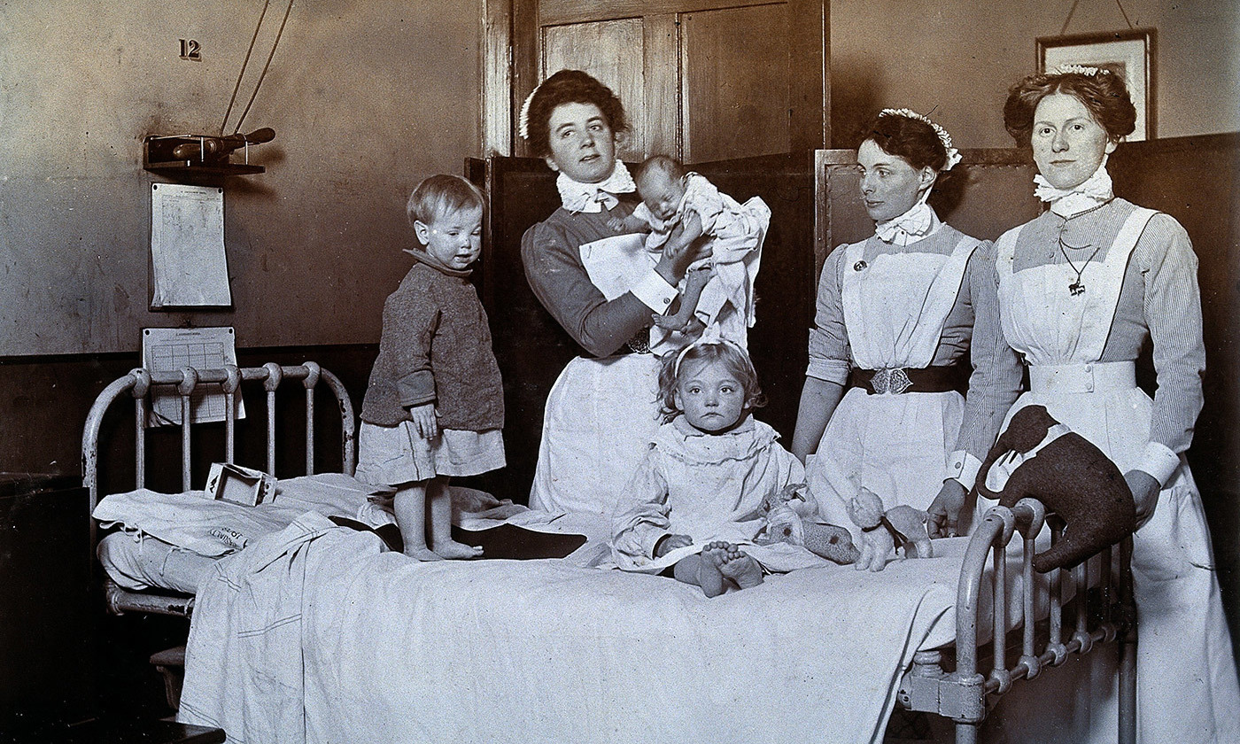 In the care of nurses at St Bartholomew's, London 1898. <em> Courtesy Wellcome Images</em>