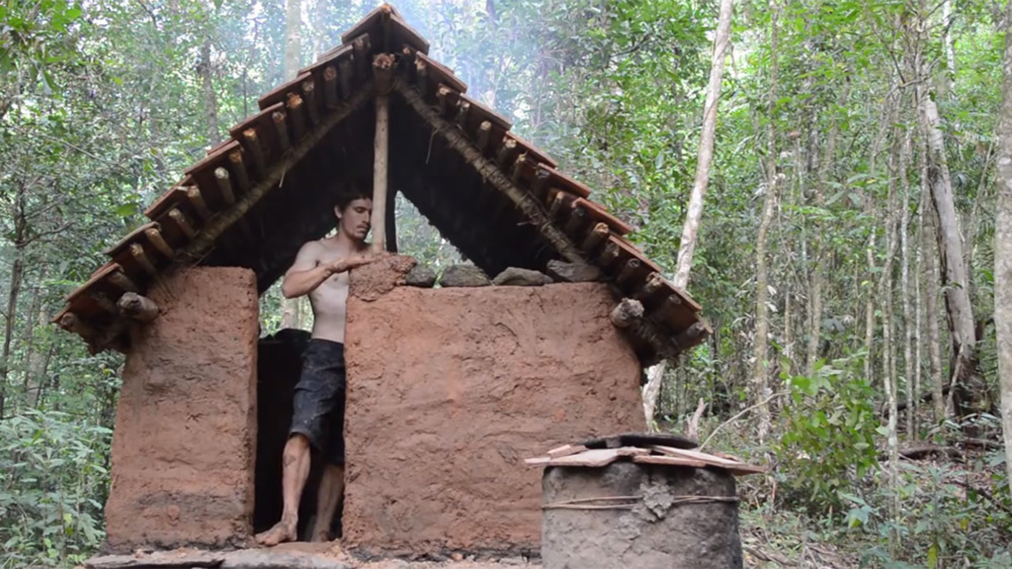 Make shelter how to build an awesome hut only with for Making hut with waste material